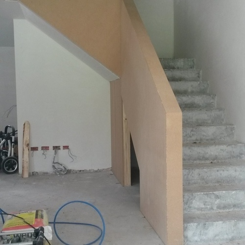 Droogbouw Descheemaeker - Realisaties - Roeselare - Ballustrade aan trap